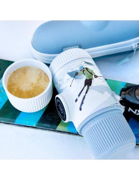 Wacaco Journey Winter připravená káva
